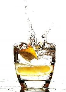 dimagrire camminando bere acqua