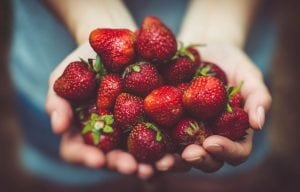 strawberries fragole alimenti brucia grassi